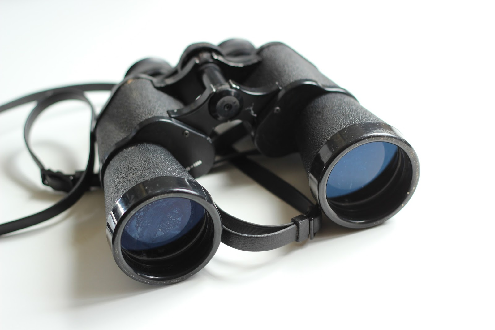 binoculars-354623_1920